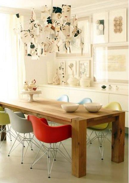 Várias cadeiras coloridas