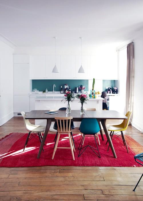 Cadeiras em vários estilos coloridas