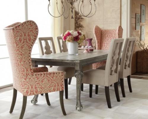 Cadeiras com várias cores e estilos diferentes
