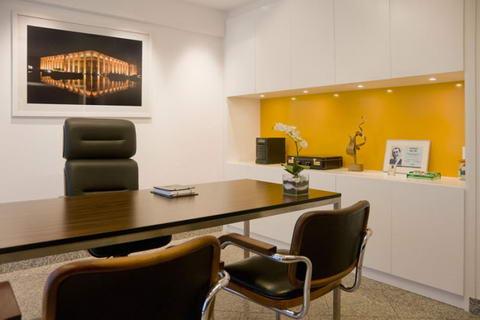 Decora o de gabinetes - Small commercial office space design ideas paint ...