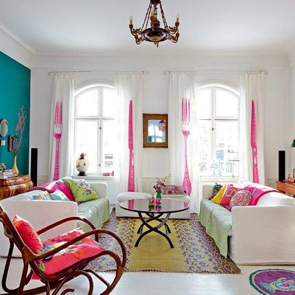 sala de estar decorada em várias tonalidades