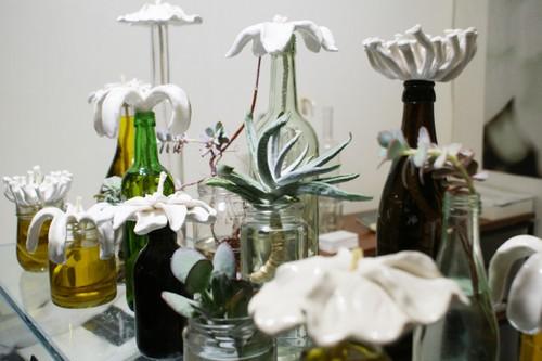 vasos decorativos feitos a partir de garrafas