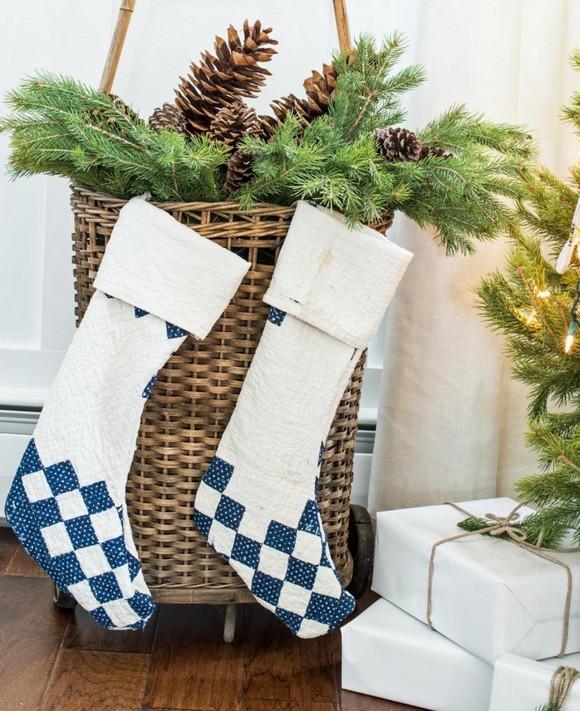 formas-festivas-de-pendurar-as-meias-de-natal-em-casa-1