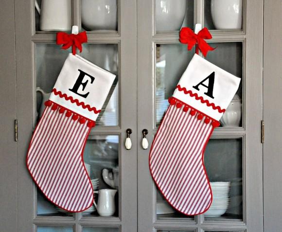 formas-festivas-de-pendurar-as-meias-de-natal-em-casa-11