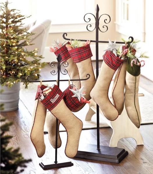 formas-festivas-de-pendurar-as-meias-de-natal-em-casa-4
