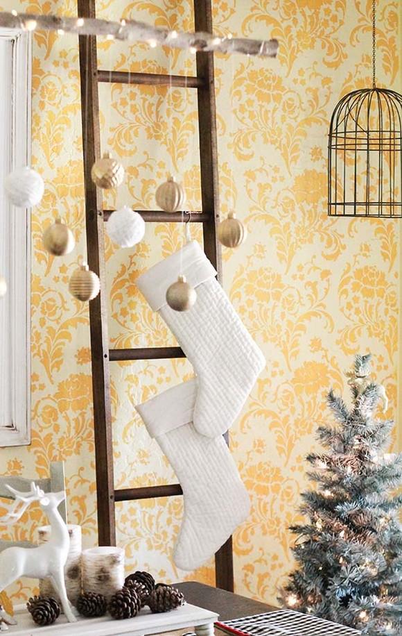 formas-festivas-de-pendurar-as-meias-de-natal-em-casa-5