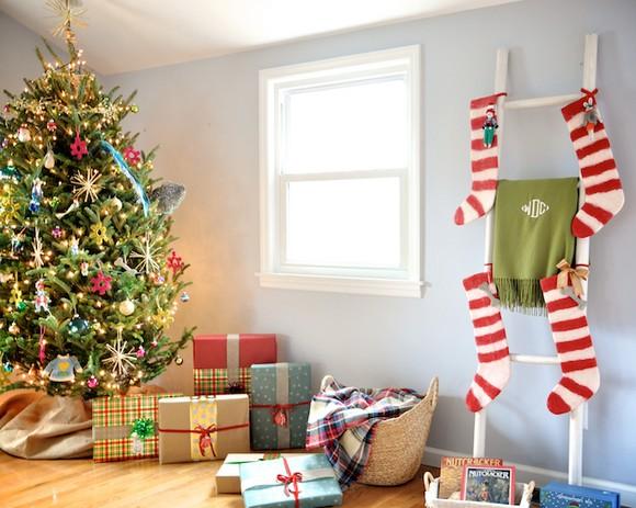 formas-festivas-de-pendurar-as-meias-de-natal-em-casa-8
