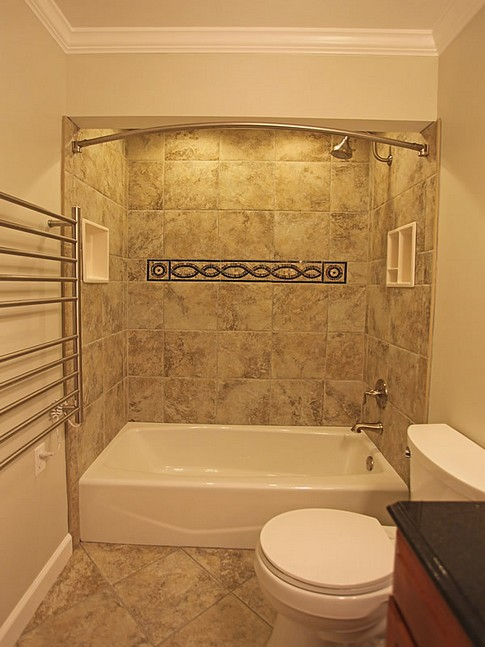 Banheiros modernos com nicho for Bathrooms for small areas