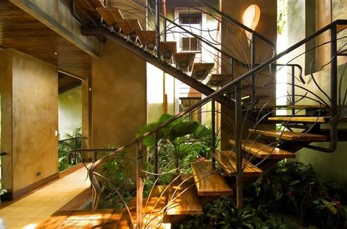 Jardins de inverno sob escadas