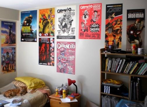 Quarto com posters