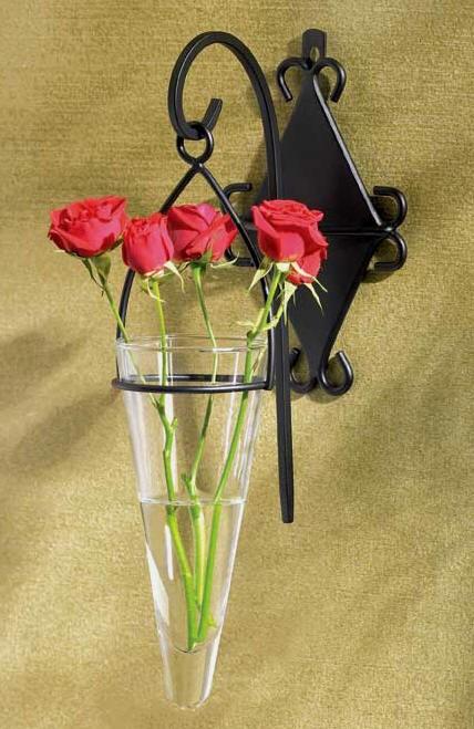 Decoração com vasos de flores na parede